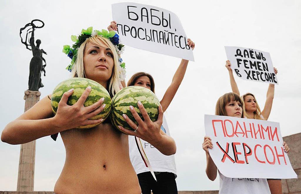 ukrainian-femen-topless-protesters-12