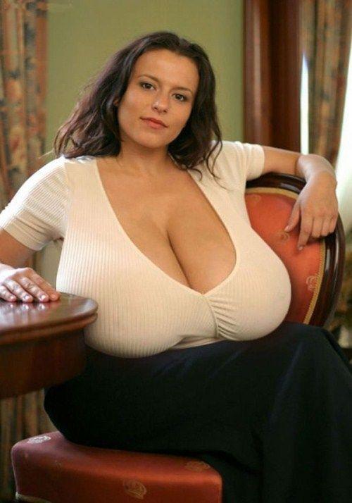 girls_with_xxxxxl_breasts_02