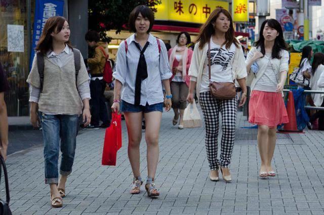 strange_japanese_womens_fashion_640_06