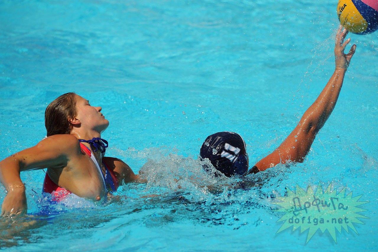 画像女子水球の選手たちが完全におっぱいポロリしてる瞬間