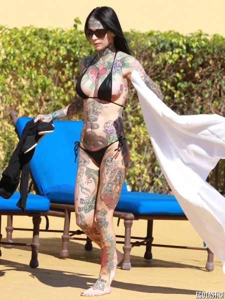 tattooed_michelle_mcgee_in_black_bikini_640_08