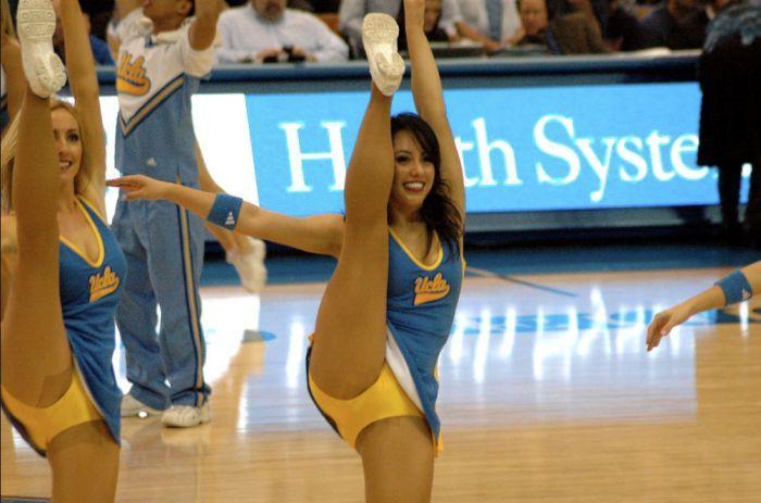 high_kicking_cheerleaders_19