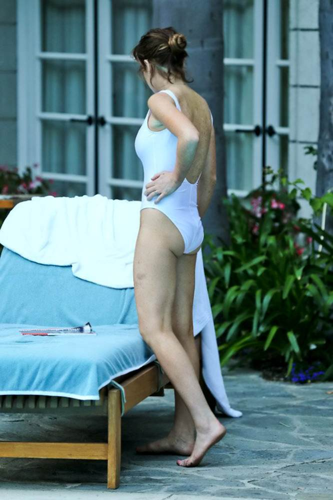 lindsay-lohan-white-bathingsuit-13