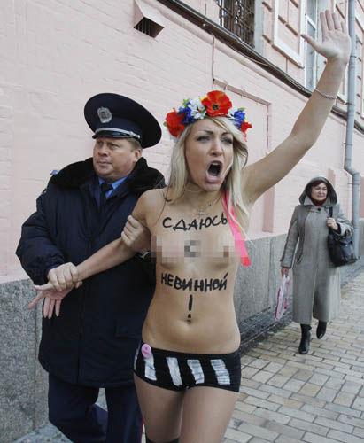 ukrainian-femen-topless-protesters-53