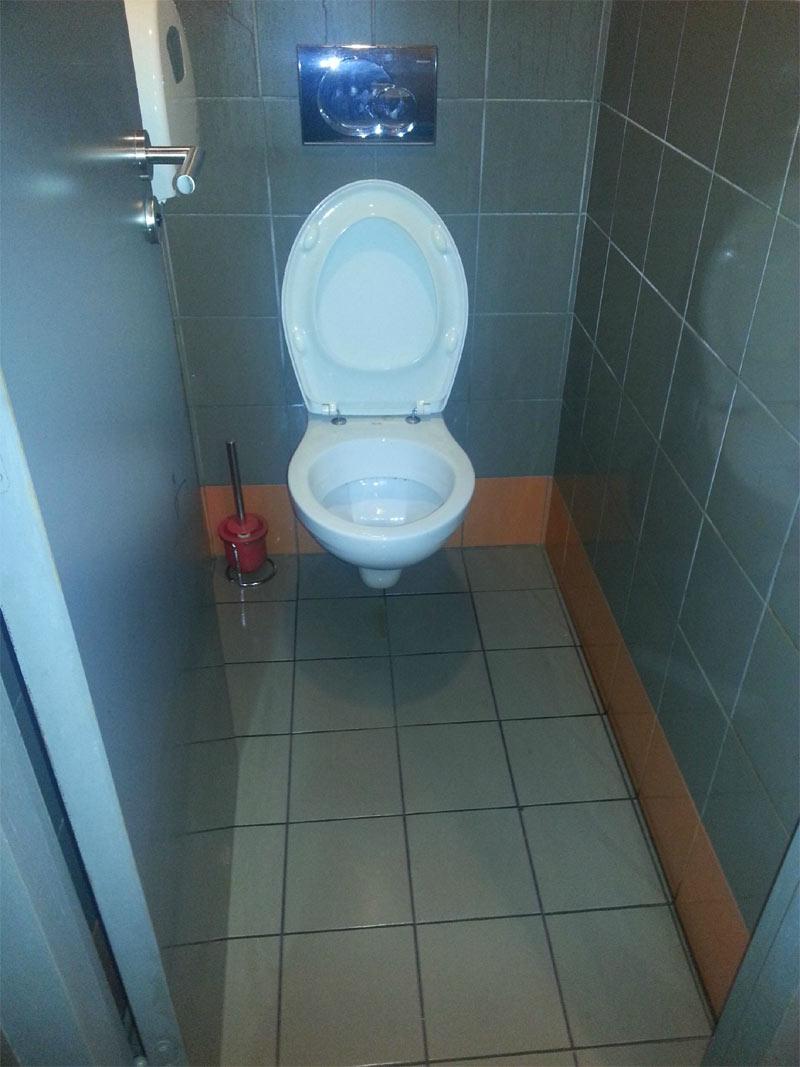 krov_v_tualete_03