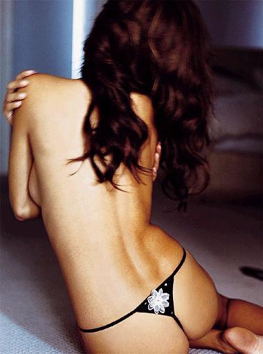 adriana-lima-hand-and-hair-bras-9