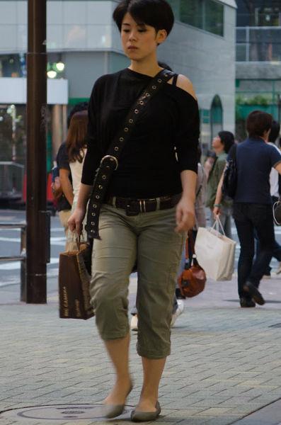 strange_japanese_womens_fashion_640_50