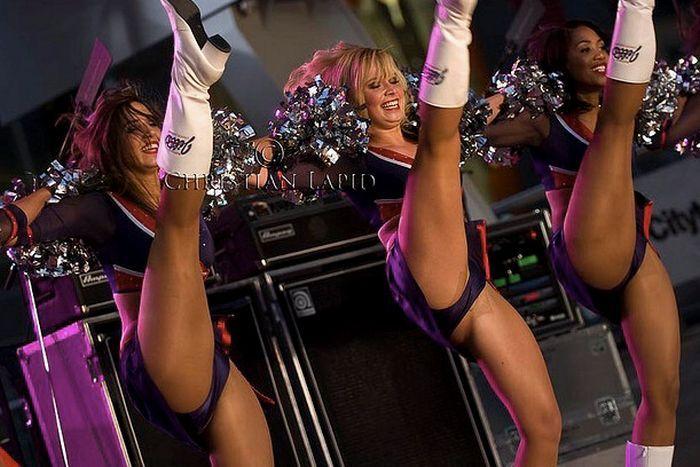 College cheerleaders sexy high kicks