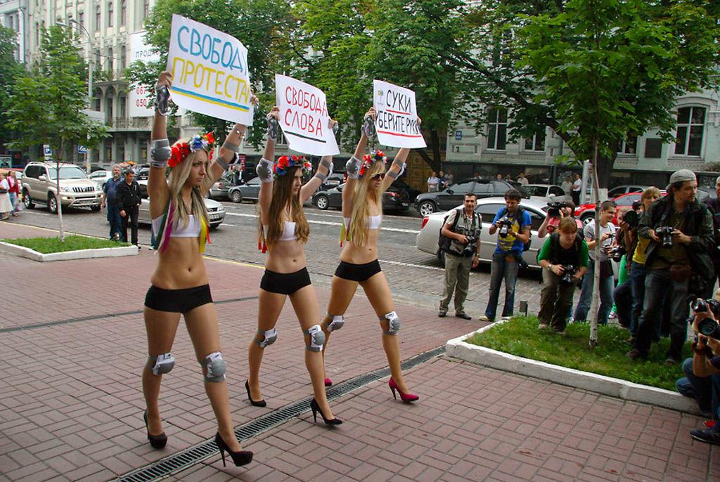 ukrainian-femen-topless-protesters-6