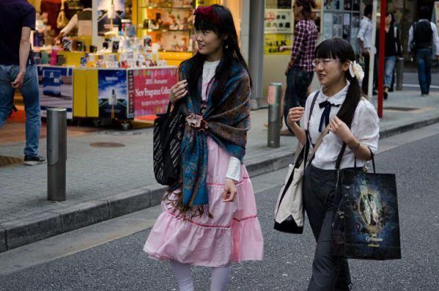 strange_japanese_womens_fashion_640_40