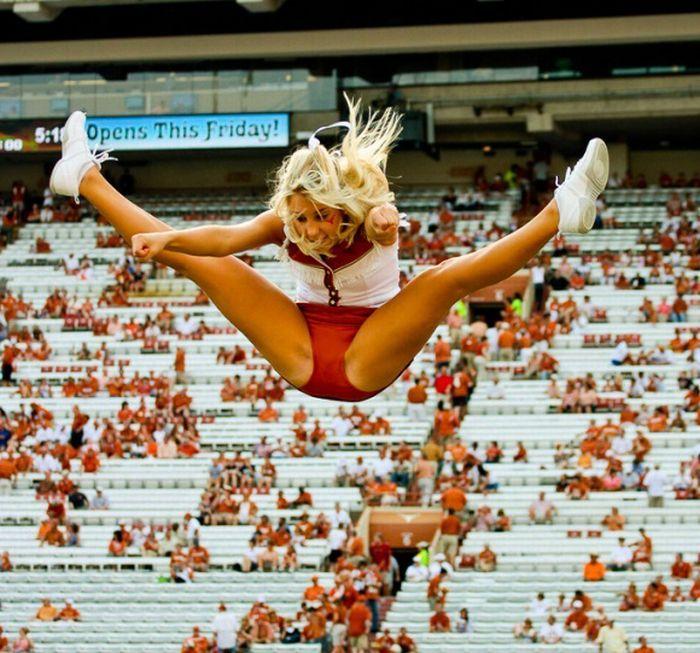 high_kicking_cheerleaders_47