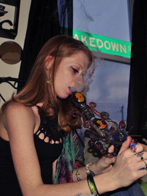 sexy-girls-smoking-pot-163