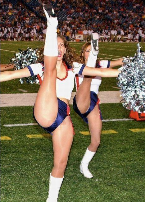 high_kicking_cheerleaders_09