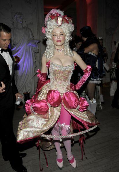 the_sluttiest_halloween_costumes_640_08