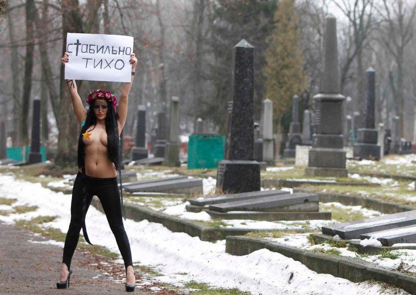 ukrainian-femen-topless-protesters-15