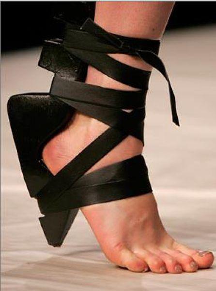 insane_hign_heels_640_04