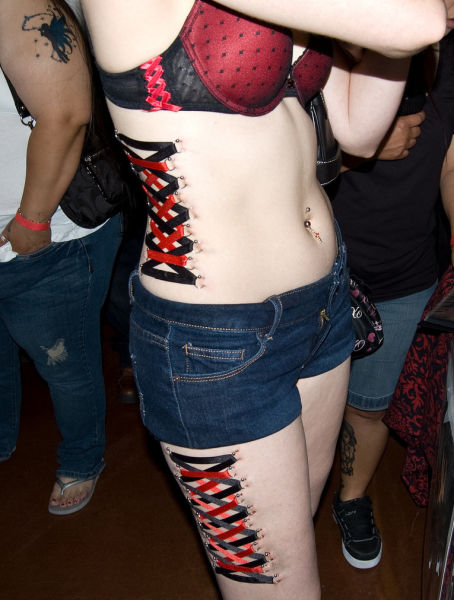girls_overly_obsessed_with_body_modification_02