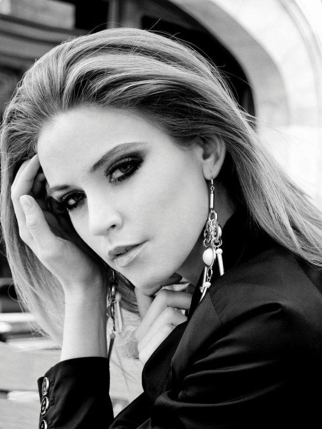 beautiful_and_artistic_female_portraits_640_high_25