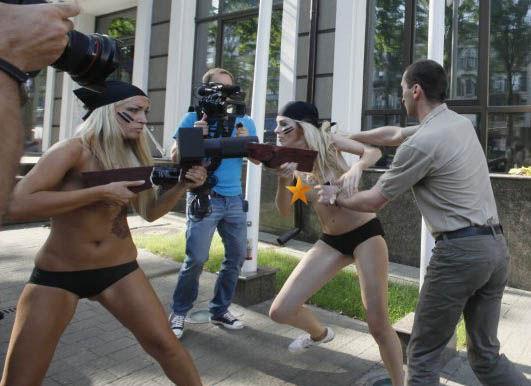 ukrainian-femen-topless-protesters-112