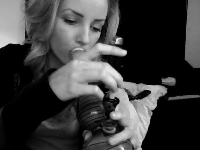 sexy-girls-smoking-pot-192
