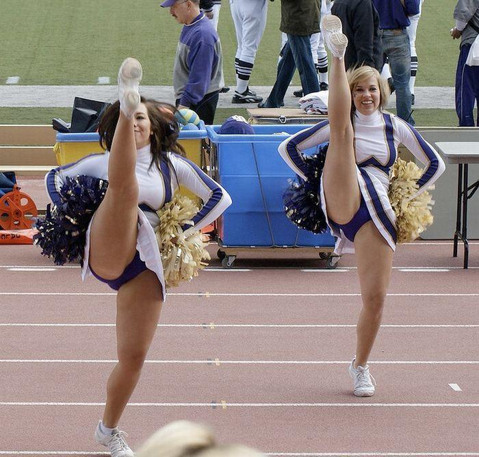 high_kicking_cheerleaders_23