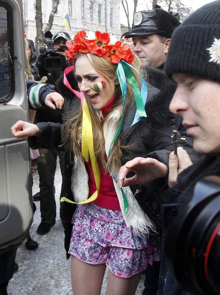 ukrainian-femen-topless-protesters-28