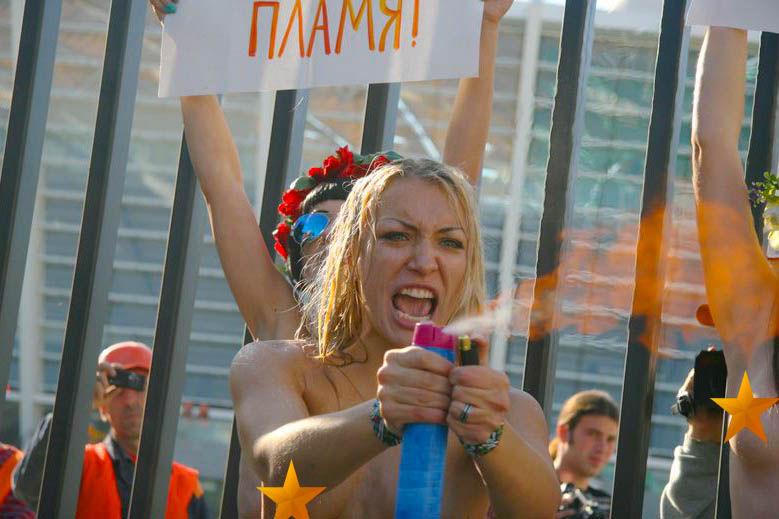 ukrainian-femen-topless-protesters-105