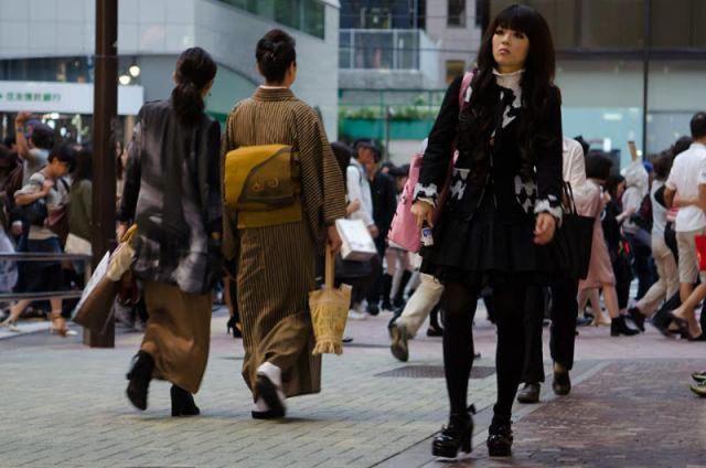 strange_japanese_womens_fashion_640_47