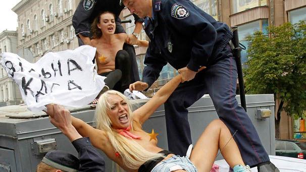 ukrainian-femen-topless-protesters-58