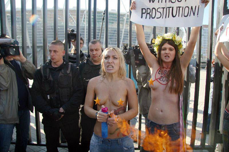 ukrainian-femen-topless-protesters-106